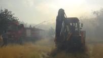 BAŞPıNAR - Yanan İplik Fabrikasının Çevresindeki Binalar Boşaltılıyor