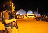 ÖZEL HAREKAT POLİSLERİ - Araçlar Didik Didik Arandı