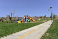 TOPLUM MERKEZİ - Çocuk Oyun Grupları Ve Fitness Aletleri Yenileniyor