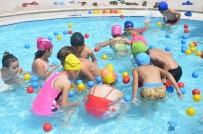 Çocuklar Hem Eğleniyor, Hem Yüzme Öğreniyor