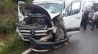 KIRAZLı - Fındık İşçilerini Taşıyan Minibüs Kaza Yaptı Açıklaması 15 Yaralı