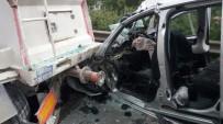 Ticari araç TIR'a çarptı! 4 ölü 1 yaralı