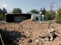 KAMYON ŞOFÖRÜ - Hafriyat Kamyonu Devrildi Açıklaması 1 Ölü