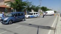 POLİS MERKEZİ - Karaman'da İşçi Midibüsünün Çarptığı Polis Memuru Yaralandı