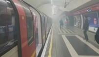 METRO İSTASYONU - Londra'da metro istasyonunda patlama sesi ve duman!