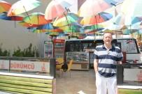 Şemsiyeli Dürümcü Turistlerin İlgi Odağı Oldu