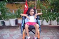 8 Yaşındaki Bedensel Engelli Elif, Okuma Yazmayı Sosyal Medyadan Öğrendi