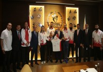 DÜNYA ŞAMPİYONU - Bakan Bak, Milli Sporcuları Kabul Etti