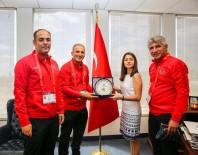 CALIFORNIA - Dünya Şampiyonu İstanbul İtfaiyesi Türkiye'nin Los Angeles Başkonsolosu Gezer Tarafından Ağırlandı