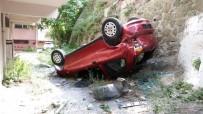 GÖRGÜ TANIĞI - Eyüp'te Bir Araç Apartman Boşluğuna Uçtu Açıklaması 1 Yaralı
