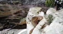 Hasankeyf'te Riskli Kayalar Yıkılıyor
