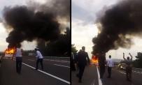 Minibüs Alev Aldı, 3 Kişi Canını Zor Kurtardı