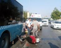 AKDENIZ ÜNIVERSITESI - Motosiklet Otobüse Çarptı Açıklaması 2 Yaralı