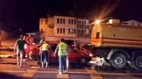 Otomobil Sulama Tankerine Çarptı Açıklaması 3 Yaralı