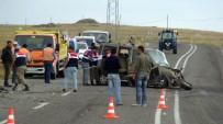 KAFKAS ÜNİVERSİTESİ - Otomobiller Kafa Kafaya Çarpıştı Açıklaması 1 Ölü, 4 Yaralı