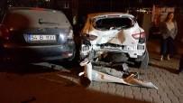 Park Halindeki Otomobillere Çarptı Açıklaması 4 Yaralı
