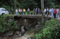 DERECIK - Rize'de Bir Kişi Sel Sularına Kapılarak Kayboldu