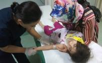 AİLE SAĞLIĞI MERKEZİ - Sağlık Merkezinin Kapısı 4 Yaşındaki Çocuğun Üzerine Düştü