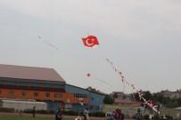 400 Çocuk Türk Bayraklı Uçurtmalarla Gökyüzünü Süsledi