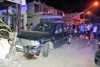 TURGUTREIS - 5 Otomobile Çarptıktan Sonra Dükkana Daldı