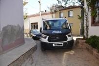 OTOPARK ÜCRETİ - Ayvalık'ta Arka Sokaklar Yayalara Geçit Vermiyor