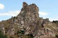 KAPADOKYA - Dünyanın En Yüksek Peribacası Ziyaretçi Akınına Uğruyor