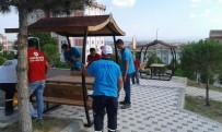 ADNAN MENDERES - Karesi'de Parklara Çatılı Piknik Masaları
