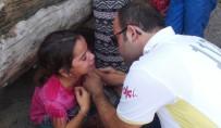 TRAFIK KAZASı - Nöbetten Çıkan 112 Görevlisi Kaza Sonrası Şoka Giren Aileyi Güçlükle Teselli Etti