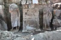 Side Antik Kentinde Roma Dönemine Ait İki Heykel Bulundu