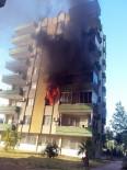 YANGINA MÜDAHALE - Silifke'de 50 Kişinin Yaşadığı Apartmanda Korkutan Yangın