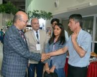 MEHMET AKİF ERSOY - Üniversite Rektörü, Yeni Öğrencilerini Otogarda Bizzat Karşılıyor