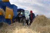 YAZ MEVSİMİ - Vali Bilmez, Çiftçilerle Birlikte Tarlada Hasat Yaptı
