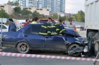 HASTANE - Asfalt Malzemesi Taşıyan Kamyon İle Otomobil Çarpıştı Açıklaması 1 Ölü, 2 Yaralı