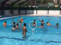 YÜZME YARIŞMASI - Engellilerden Su Topu Maçı