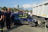 HASTANE - Kamyonla Otomobil Çarpıştı Açıklaması 1 Ölü, 2 Yaralı