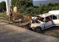 Otomobil Direğe Çarptı Açıklaması 2 Ölü, 3 Yaralı