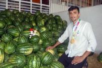 ERCIYES ÜNIVERSITESI - Dünya Şampiyonu Oldu, Karpuz Sergisine Koştu