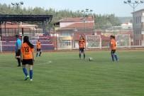 20 DAKİKA - Genç Kızların Futbol Maçına Hakem Atamayı Unuttular