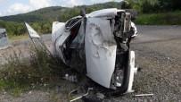 SAĞLIK EKİPLERİ - Takla Atan Otomobilde 2 Kişi Yaralandı
