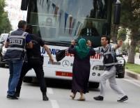 RECEP TAYYİP ERDOĞAN - Amacı Cumhurbaşkanıyla Konuşmaktı, Yanlış Otobüsün Önüne Atladı