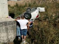 Araçla Çarpışan Otomobil Köprüden Uçtu Açıklaması 3 Yaralı