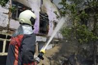 AHŞAP EV - Başkent'te Peş Peşe Korkutan Yangınlar Açıklaması 4 Vatandaşı İtfaiye Kurtardı