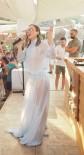 OZAN ÇOLAKOĞLU - Gülşen Tül Elbiseyle Sahne Aldı