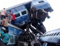 TREN KAZASı - Hindistan'da korkunç tren kazası