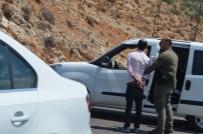 GÜVENLİK GÜÇLERİ - Çatışma çıktı! 1 terörist ölü, 3 terörist sağ yakalandı
