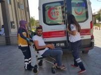 HALIL KıLıÇ - Minibüs Şarampole Yuvarlandı Açıklaması 4 Yaralı