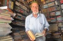Hayatını Kitaplara Adadı