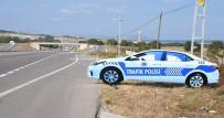 TRAFİK KURALI - Sinop'ta Yol Kenarına Maket Trafik Polis Aracı Konuldu