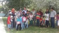 HALK EĞITIMI MERKEZI - Kaymakam Kızıltoprak'tan Suriyeli Küçük Misafirlere Hediye