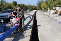 İBRAHIM ÇELIK - Mahallenin 30 Yıllık İçme Suyu Şebekesi Yenilendi